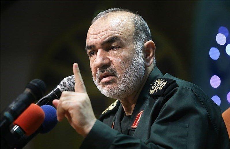 الحرس الثوري الإيراني ينصح نتنياهو بالتدرب على السباحة فلن يجد مكانا للهروب سوى البحر !