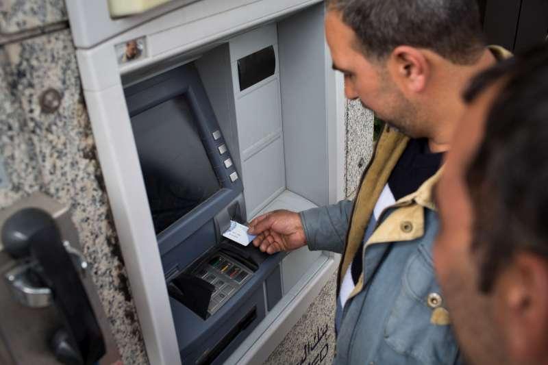 """شائعات عن انهيارات وشيكة في الوضع المالي رغم """"الطبطبة"""" الحكومية !"""