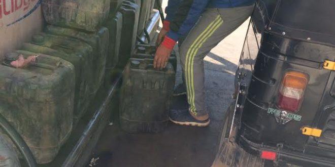 وزير الدولة لشؤون مكافحة الفساد: عملية تهريب كميات من البنزين جارية حالياً من سوريا