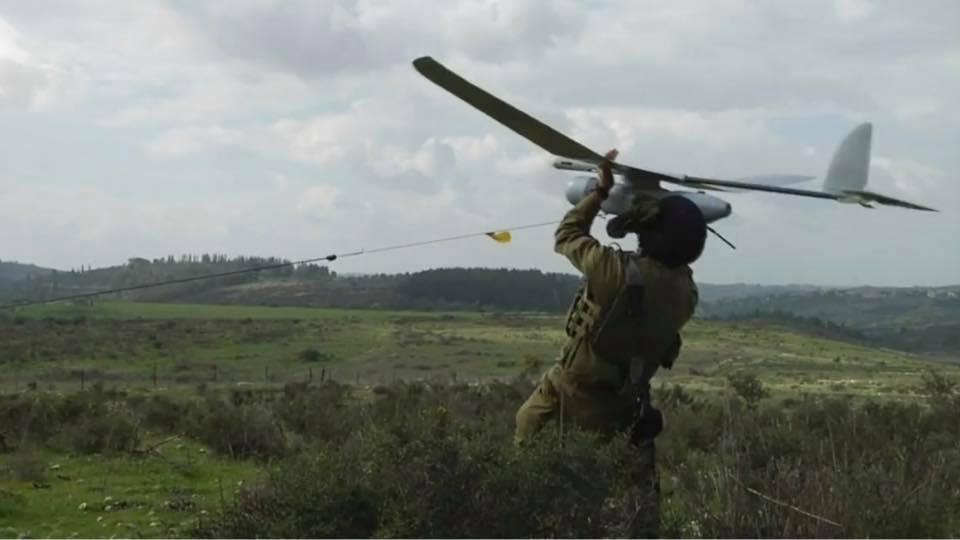 """تحليق لطائرة استطلاع اسرائيلية من نوع """"سكاي لارك"""" فوق أحياء بلدة ميس الجبل على علو منخفض وبشكل متكرر بحسب مراسل موقع بنت جبيل"""