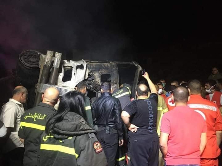 بالصور/ قتيل في حادث مروّع على طريق ضهر البيدر...عدد من السيارات اشتعلت واحتراق قاطرة ومقطورة