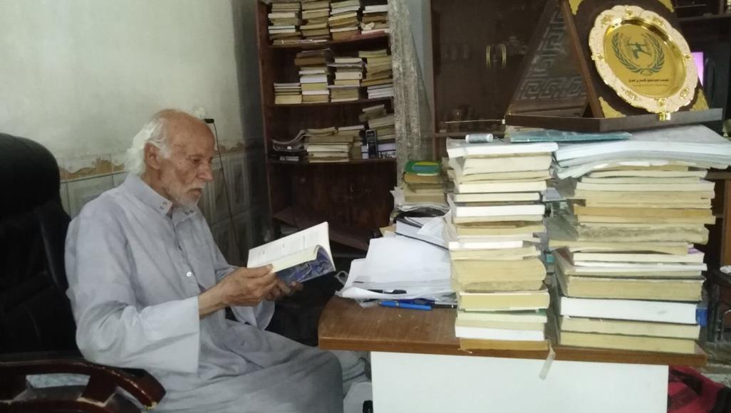 لم تتكئ أمانيه على عكاز..عراقي ينال شهادة الدكتوراه بسن الـ84!