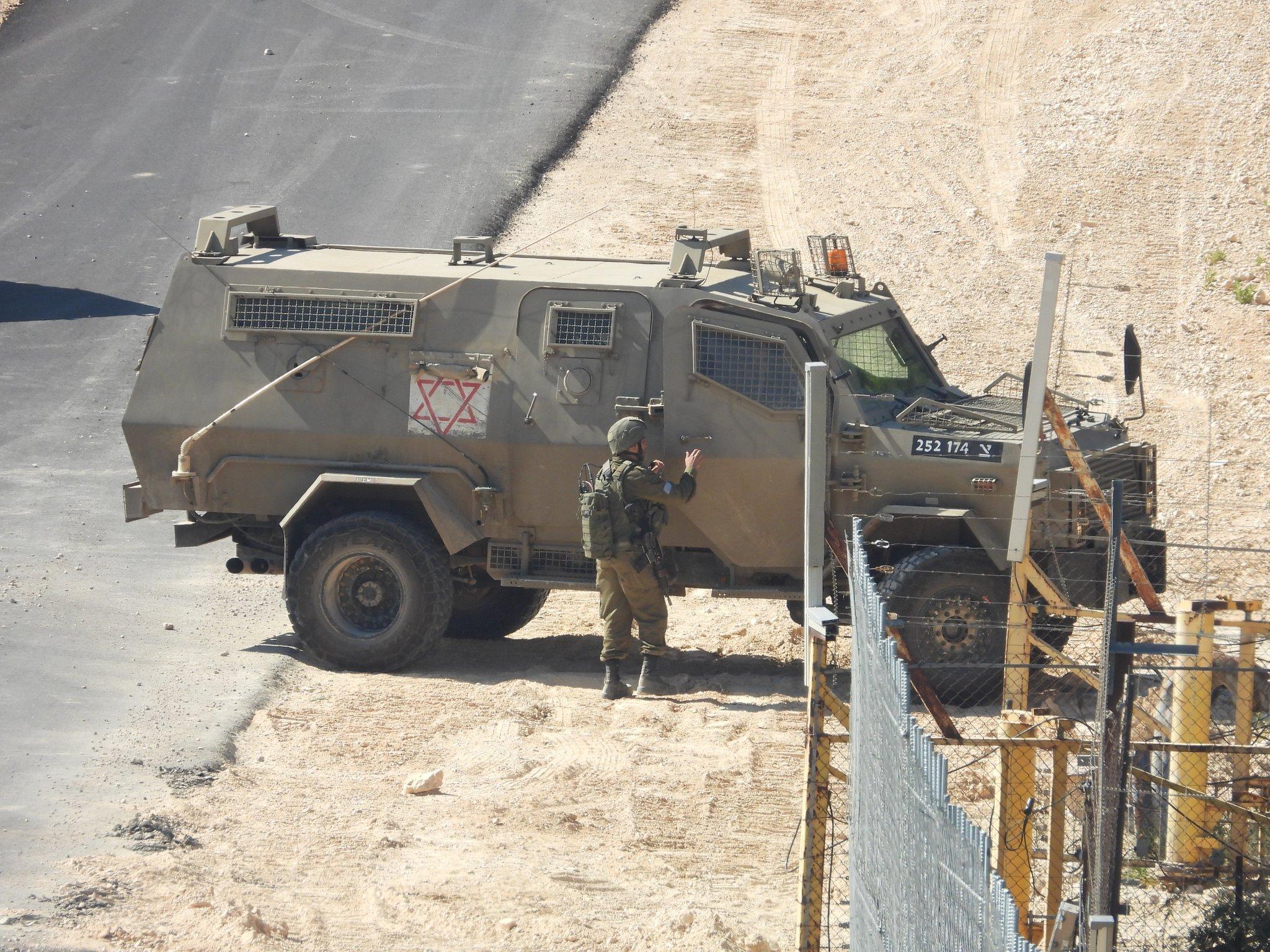 """إصابة جندي """"إسرائيلي"""" بجراح بالغة سببها حجر أثناء اللهو!"""