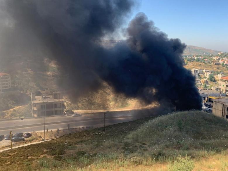 إطلاق نار في الهواء في منطقة بعلشميه تزامناً مع قطع الطريق