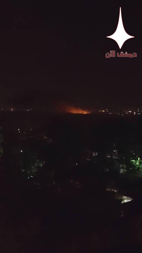 انفجار مجهول السبب في مطار المزة وتصاعد للنيران