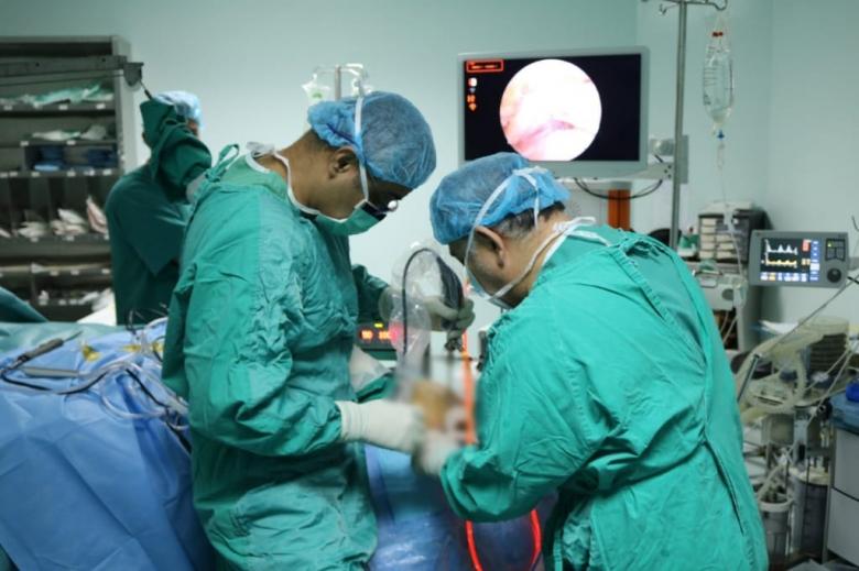 بالصور/ إنجاز طبي لبناني...نجاح عملية إعادة ترميم كتف ممزق في حالة نادرة لزرع نسيج من الجلد مكان الوتر