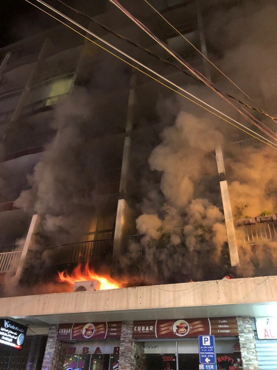 اندلاع حريق بمبنى في منطقة كركول الدروز والدفاع المدني يعمل على اخماده