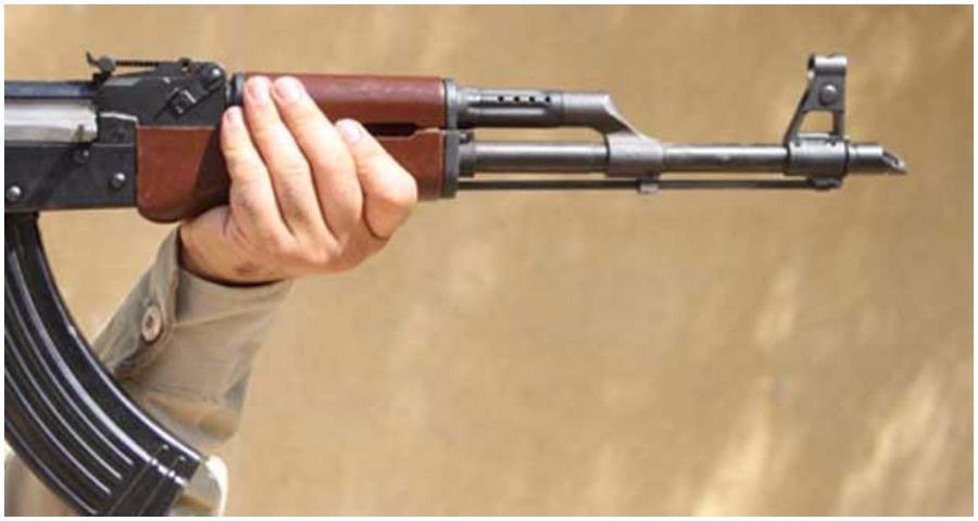 أصاب زوجته وابنه وابنته بعيار ناري من سلاح صيد عن طريق الخطأ في النبطية