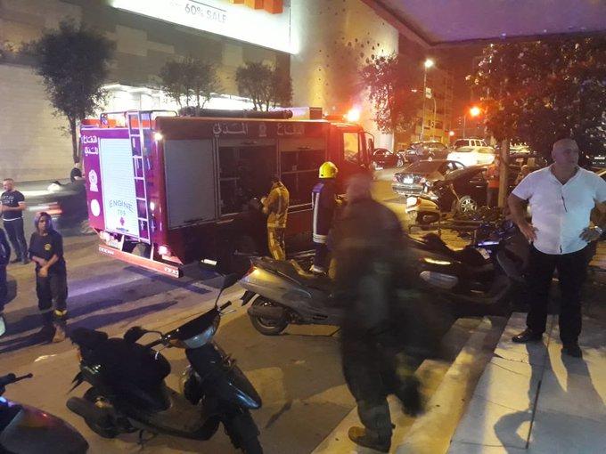"""بالصورة/ """"ماس كهربائي"""" تسبب بإندلاع حريق في مبنى تلفزيون لبنان والدفاع المدني يعمل على تطويقه"""