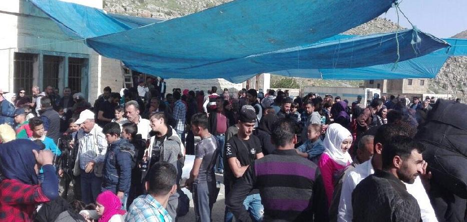 نحو 200 لاجئ سوري عادوا من لبنان إلى سوريا أمس...وخلال يوم واحد تم نزع الألغام من مساحة أربعة هكتارات واكتشاف وتدمير 51 مادة متفجرة
