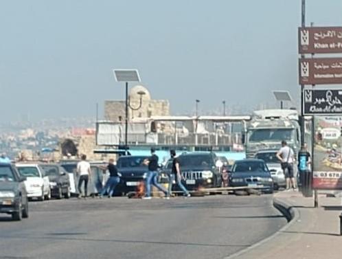 الوكالة الوطنية: عدد من مناصري التنظيم الناصري قطعوا الطريق البحري بالعوائق واضرموا النيران بمستوعبات النفايات