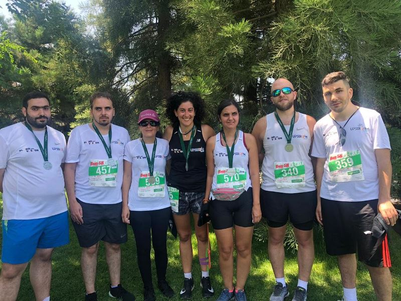 ستة عدائين مكفوفين يخوضون سباق ماراتون بيروت الدولي