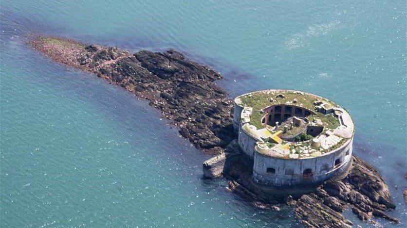 بالصور- جزيرة للبيع بثمن بخس لا يكفي لشراء شقة، فما السر؟