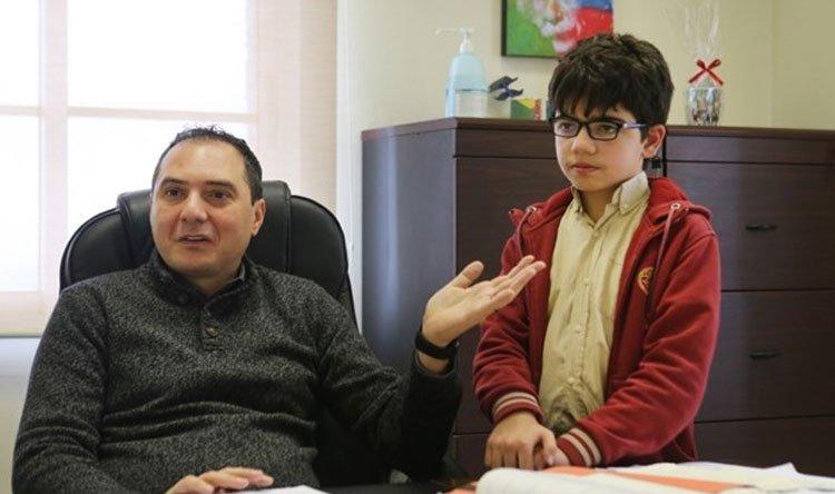 """إبن الـ11 عاماً عبقري في الرياضيات... """"سينار""""  طالب في AUB وأصغر فائز بجائزة """"تيمبلتون-رامانوجان""""!"""