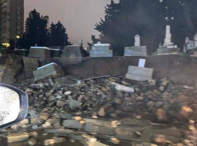 بالصور / قبل قليل.. انهيار الطريق في سوديكو بيروت مما ادى الى انهيار المقبرة