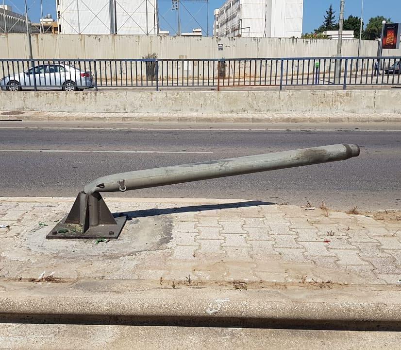 """بالصورة/ تحذير من """"أداة قتل"""" جاهزة تنتظر الضحية بالقرب من نفق المدينة الرياضية!"""
