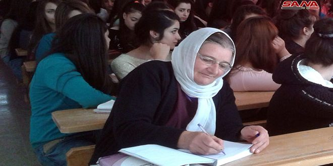 بعد انقطاعها عن الدراسة لأكثر من 35 سنة...السيدة الخمسينية تهاني نالت شهادة الثانوية العامة وبدأت دراستها الجامعية