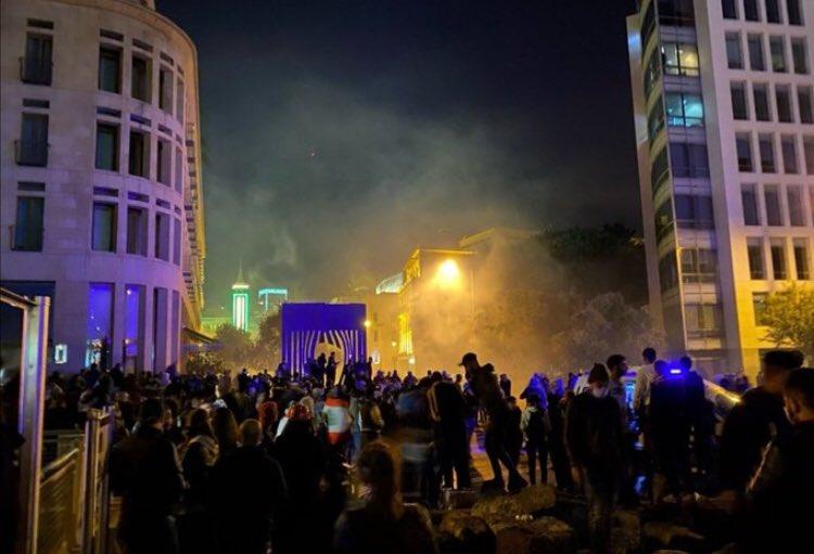 الدفاع المدني يعلن أن عناصره عالجت 72 إصابة ونقلت 20 جريحاً إلى المستشفيات خلال التوتر ليلاً في وسط بيروت