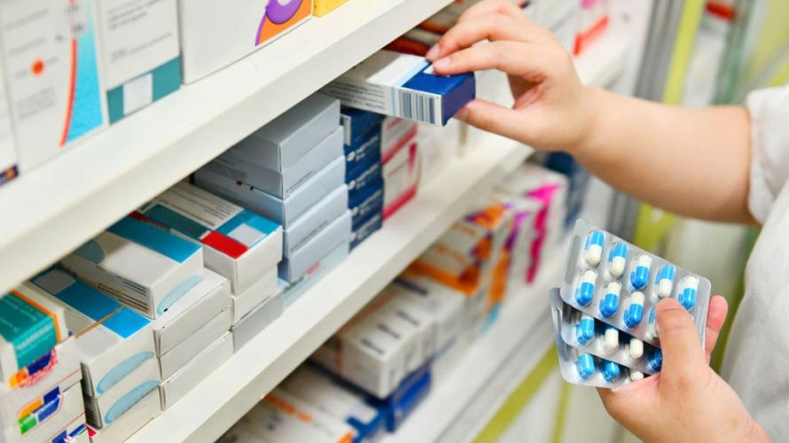 أزمة الأدوية تلوح بالأفق.. نقيب مستوردي الادوية يكشف: فقدان بعضها من السوق سيبدأ اذا لم يتم إرسال طلبيات جديدة خلال اسبوع من اليوم