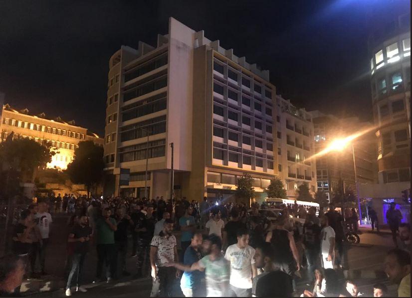 الوكالة الوطنية: جريحان في اشكال بين القوى الامنية والمتظاهرين في وسط بيروت