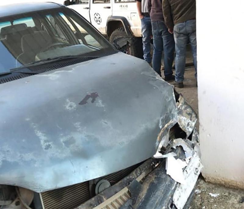 بالصورة/ اصطدمت سيارتها بحائط على طريق عام كفرشلان في الضنية