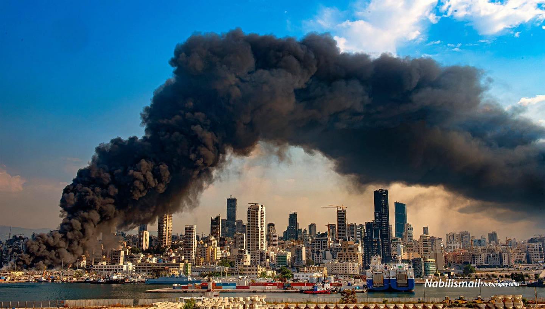 اللقطة الأكثر تفسيراً لبؤس هذا اليوم بعد الحريق الضخم في مرفأ بيروت بعدسة المصور الصحفي نبيل اسماعيل...وكأنها سحابة 11 ايلول - نيويورك