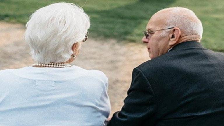 زوجان عاشا معا 68 سنة وغادرا الحياة في نفس اليوم بفارق 12 ساعة فقط!
