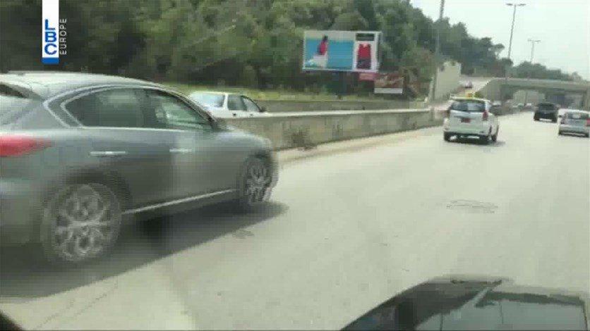 بالفيديو/ استهتار واضح بحياة الناس...شخص يقود سيارته عكس السير على طريق المتن السريع