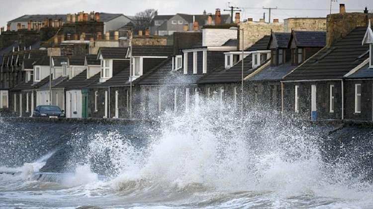 """""""علي"""".. أول عاصفة تضرب بريطانيا وإيرلندا !"""