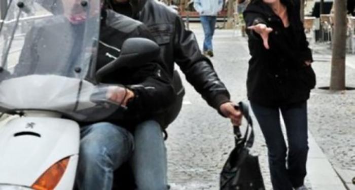 """رجل وزوجته تعاونا على """"النشل"""" على متن دراجة آلية...نشلا حقيبة سيدة في الشياح وأوقفا في المريجة وحي السلم"""