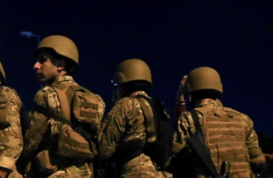 اطلاق نار وقذائف أثناء مداهمة للجيش في بلدة القصر الحدودية
