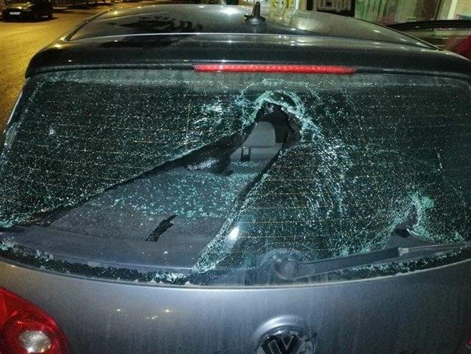 """بالصور/ مناصرو الكتائب يغلقون الطريق أمام مواكب """"الوطني الحر"""" في بكفيا ورموا حجارة على السيارات"""
