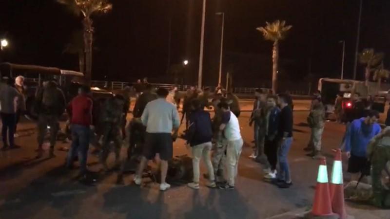 الفيديو المتداول لعسكريين مصابين وممددين على الأرض في صيدا يعود لحادث تصادم وقع ليل السبت وأدى إلى جرح 9 عسكريين