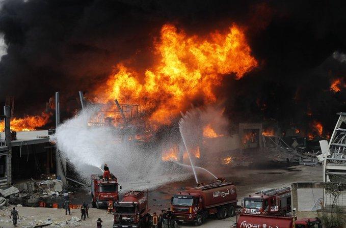 القاضي عويدات سطر استنابات قضائية لإجراء التحقيقات اللازمة حول أسباب حريق اليوم المفاجىء في المرفأ