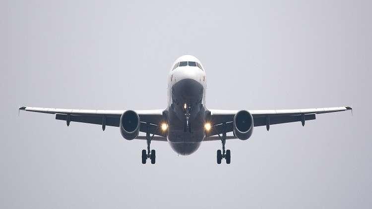 """طائرة أُجبرت على الهبوط اضطرارياً...  بسبب انفجار """"أكياس كوكايين"""" في معدة إحدى المسافرات!"""